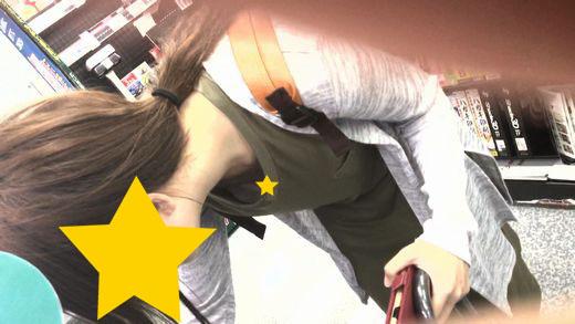 【フルHD】ブラが浮きすぎで、店員にも客にも乳首丸見え状態の女の子