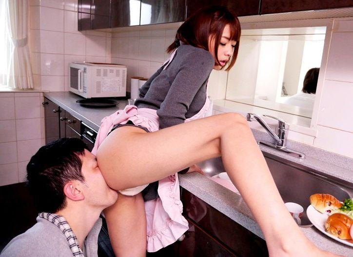 一緒のお風呂に入ってきたり、兄さんとのセックスを見せつけてきたり…そして今日もまた生中出しセックスを…。麻里梨夏