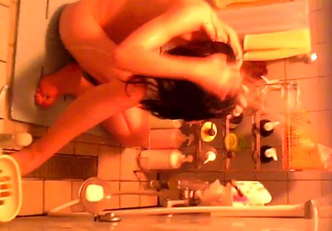 民家風呂で隠し撮りされた女の子、脱衣所も隠し撮り