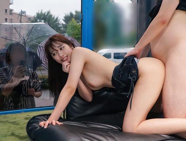 マジックミラー号で友達が目の前にいるのに、極限羞恥SEX!三田杏