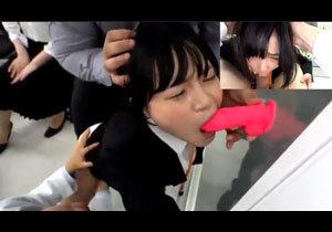 イラマ未経験の被験体女子社員の口内に開口具、指、ディルド、でかチンを用いて過激なイマラチオ実験を行う。