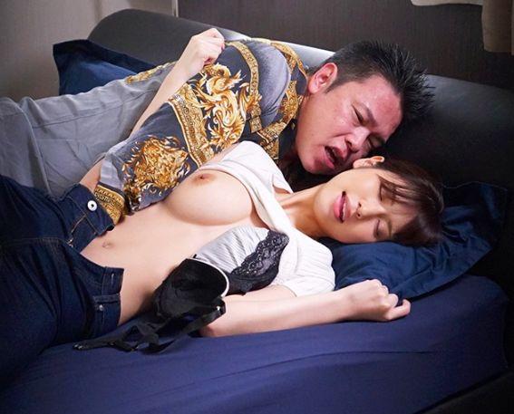 僕の妻は今、恐らく元カレに抱かれている。首を絞められたり、尻を叩かれたりして喜んでいる。桜空もも