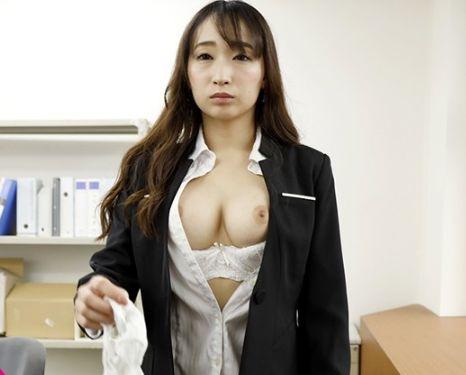 古参部下は白昼堂々のオフィスにて女上司に暗示催眠を掛ける…。蓮実クレア