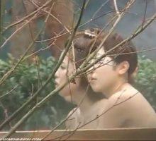 露天風呂を楽しむ女の子達を隠し撮り、気持ちよさそう