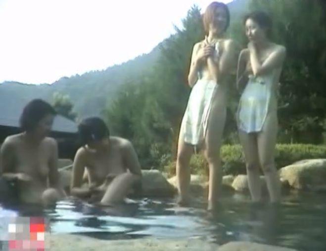 山奥の露天風呂に潜入して隠し撮り