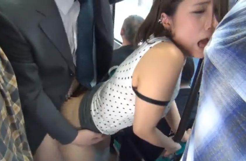 ムチムチぷりぷりなセクシーなOLがお尻に擦りつけられてそのままバックでハメられる