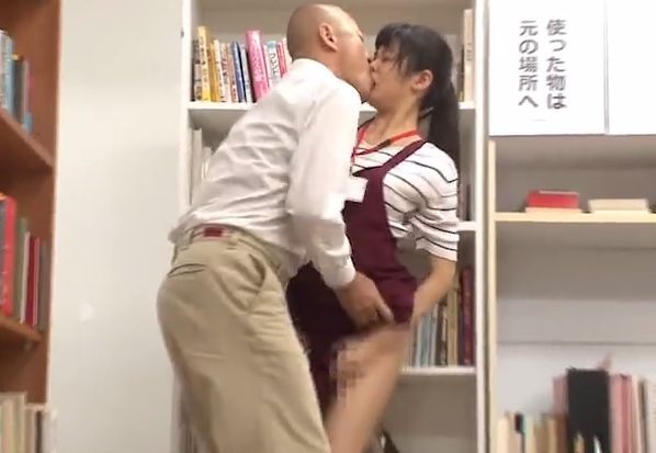 仕事中に見知らぬ男によっていきなり襲われた女。