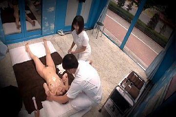 マジックミラー号 、乳首が勃起した巨乳人妻は真正中出しを受け入れる!篠田ゆう