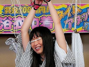 温泉宿で見つけた浴衣姿の巨乳素人娘が浴衣巾着クイズに挑戦!