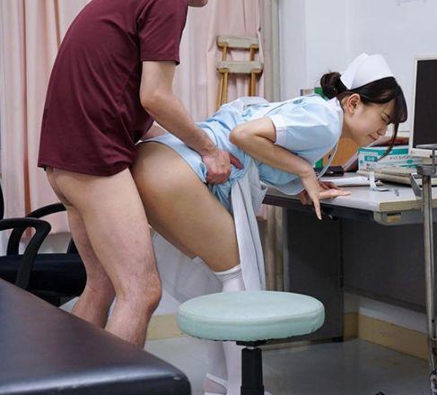 性欲過多の変態患者に囲まれながら看護学生・美谷さん、ドキドキの初性交から初中出しまで 美谷朱里