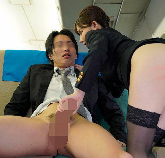 飛行中はぜひ、中出しサービスを使って快適な空の旅をお楽しみながら精子を思う存分、膣内に射精してください。深田えいみ