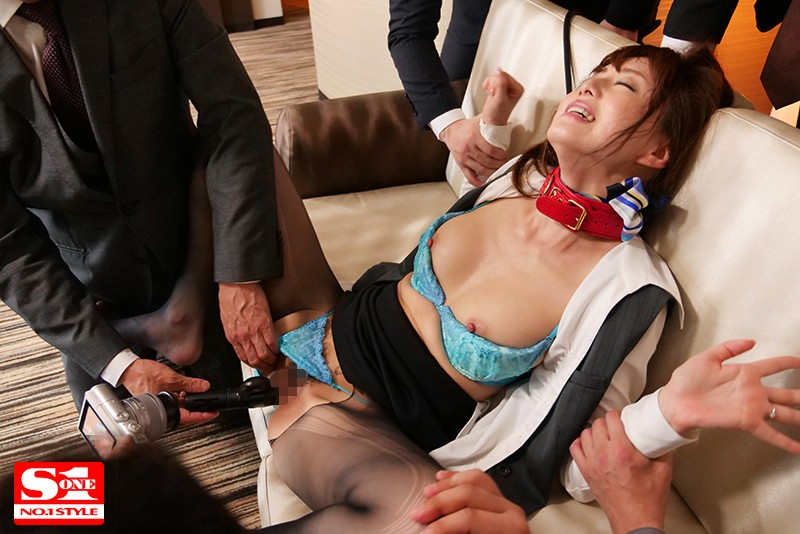 数日にわたり輪姦され続けた人妻キャビンアテンダント 吉沢明歩