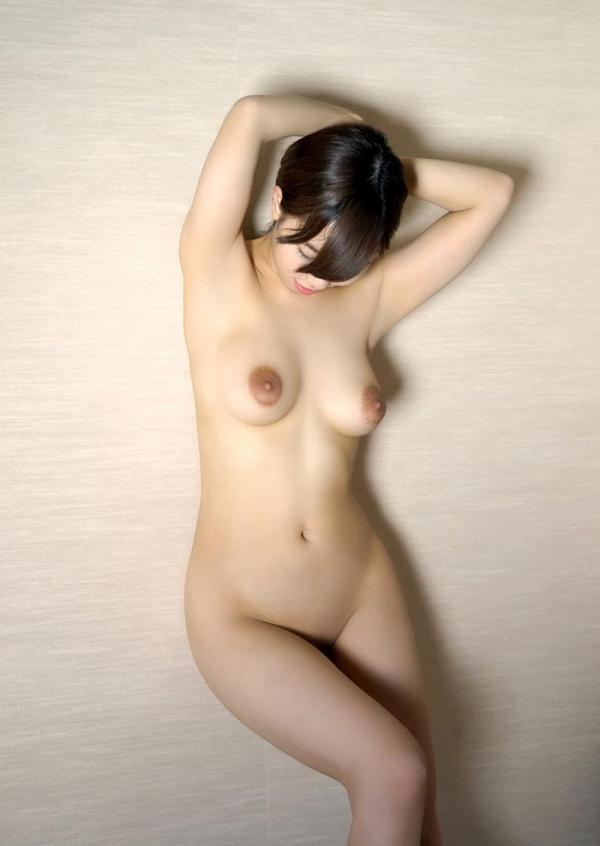 スレンダーでキレイなお姉さんの全裸ヌード画像100枚の017枚目