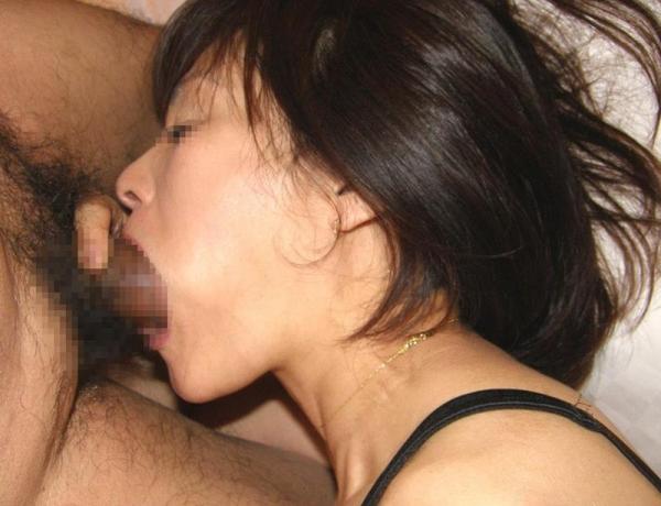 ディープスロート画像 喉奥までチンポを咥え込む女達32枚の23枚目
