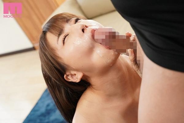 初川みなみさん、根元まで咥える真空バキュームフェラで痴女る。画像55枚のc11枚目