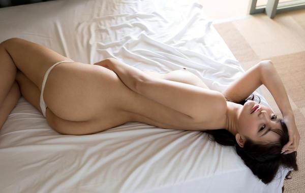 ひなたまりん 8頭身美女のフルヌード画像110枚の106枚目