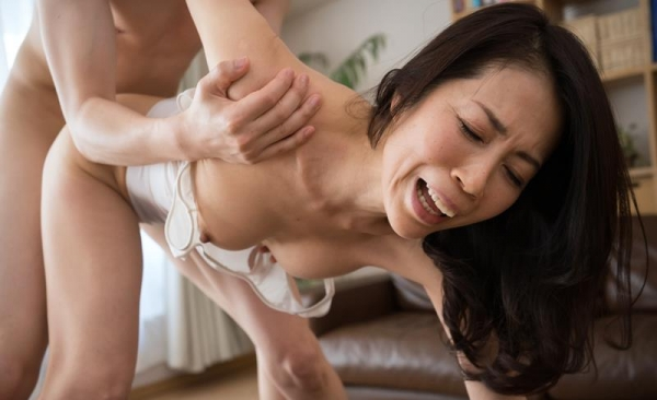 50代熟女の性欲がヤバい!淫欲止まらない奥様たち【画像】80枚の1