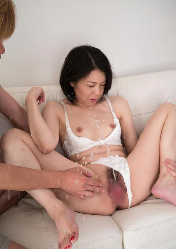 熟女手マン画像 ミセスの糸引くマン汁、潮吹き70枚の46枚目