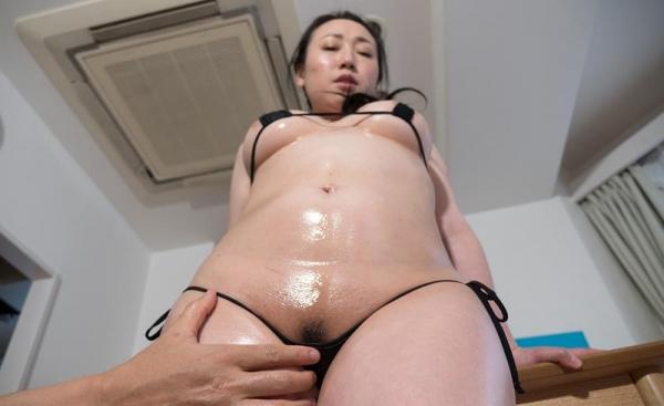 熟女手マン画像 ミセスの糸引くマン汁、潮吹き70枚の51枚目