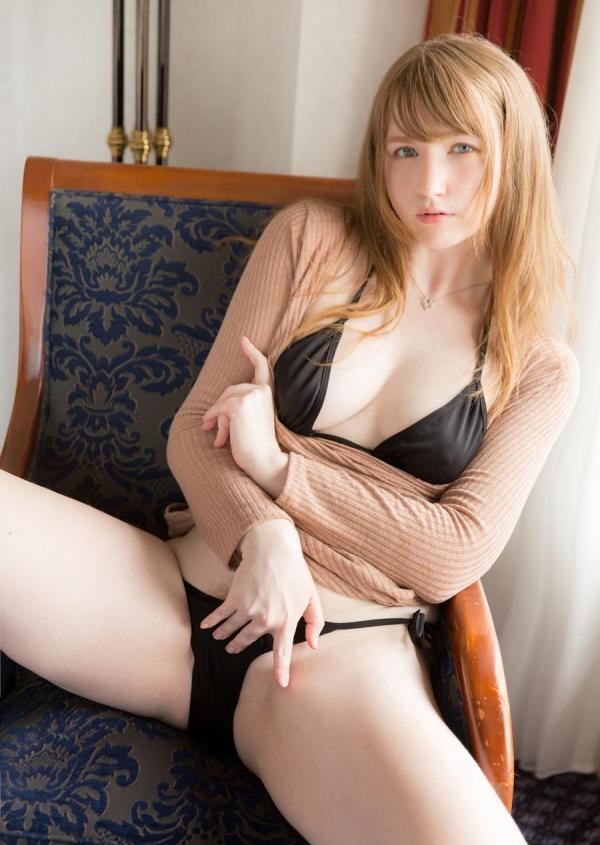 ジューン・ラブジョイ(June Lovejoy)むっちり金髪巨乳美女のエロ画像76枚のa05枚目