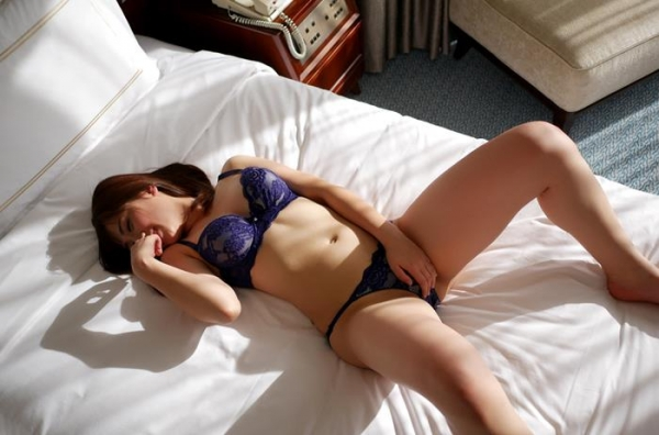 川崎亜里沙 お尻の大きなS級美人SEX画像118枚のb37枚目