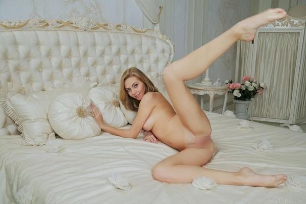 金髪美女ヌード画像 綺麗なパイパンが際立つ36枚のa17枚目