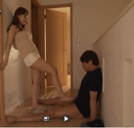 ドS痴女な三上悠亜さん、玉踏みいじめをする。画像27枚のa06枚目