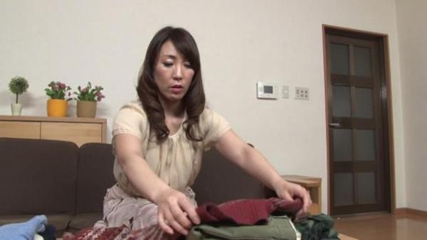 村上佳苗(藤澤美織)49歳 美熟女が童貞を頂いてる無修正 画像42枚のa01枚目
