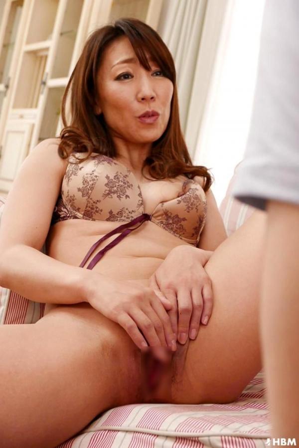 村上佳苗(藤澤美織)49歳 美熟女が童貞を頂いてる無修正 画像42枚のb16枚目