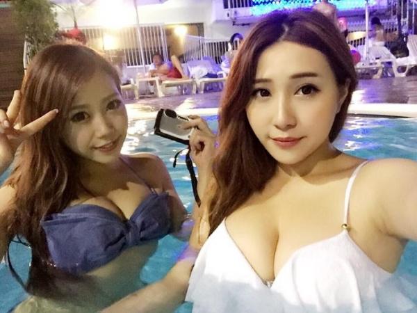 ナイトプールで羽目を外すリア充水着美女のエロ画像42枚の1