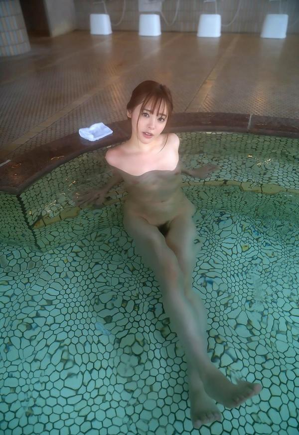 小倉由菜さん、温泉旅行で女体盛りにされてしまう。画像68枚のa39枚目