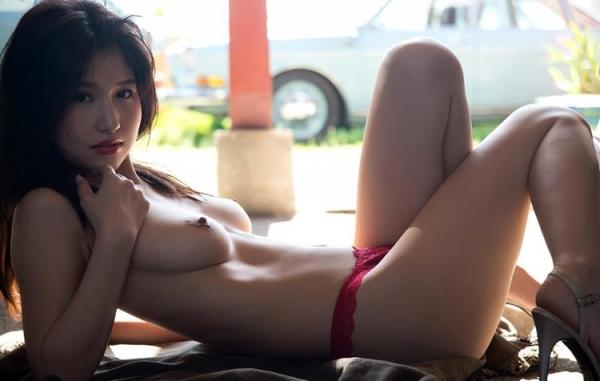 桜空もも スレンダーGカップ美巨乳美女ヌード画像66枚のb31枚目