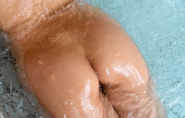 詩月まどか たわわな巨乳のムッチリ美女エロ画像120枚のb070枚目