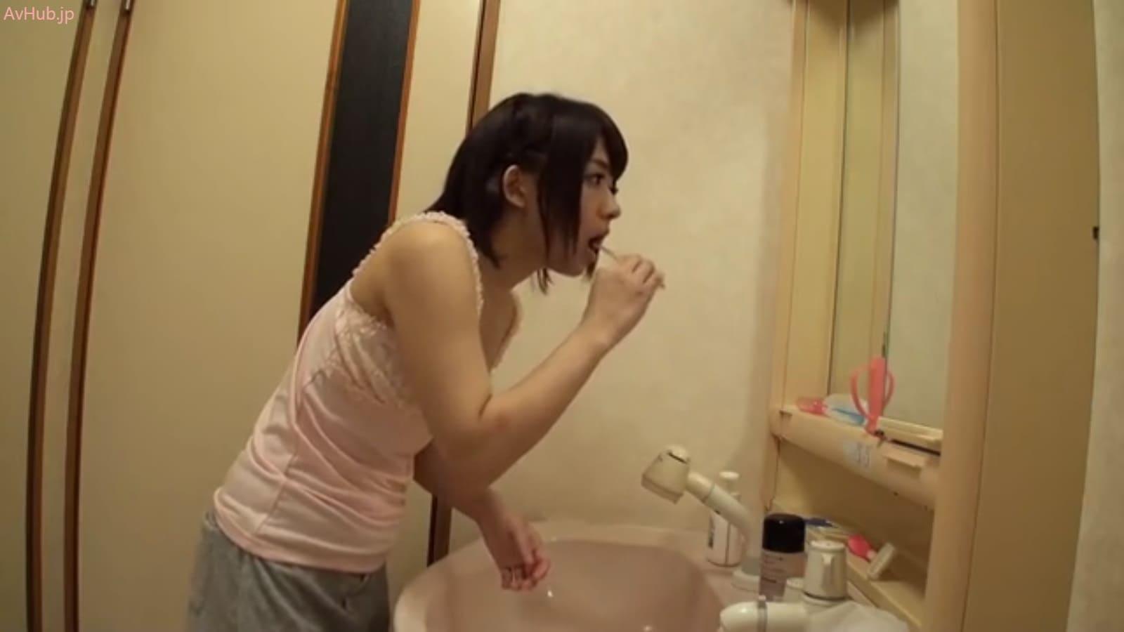 麻里梨夏お姉ちゃんの歯磨き