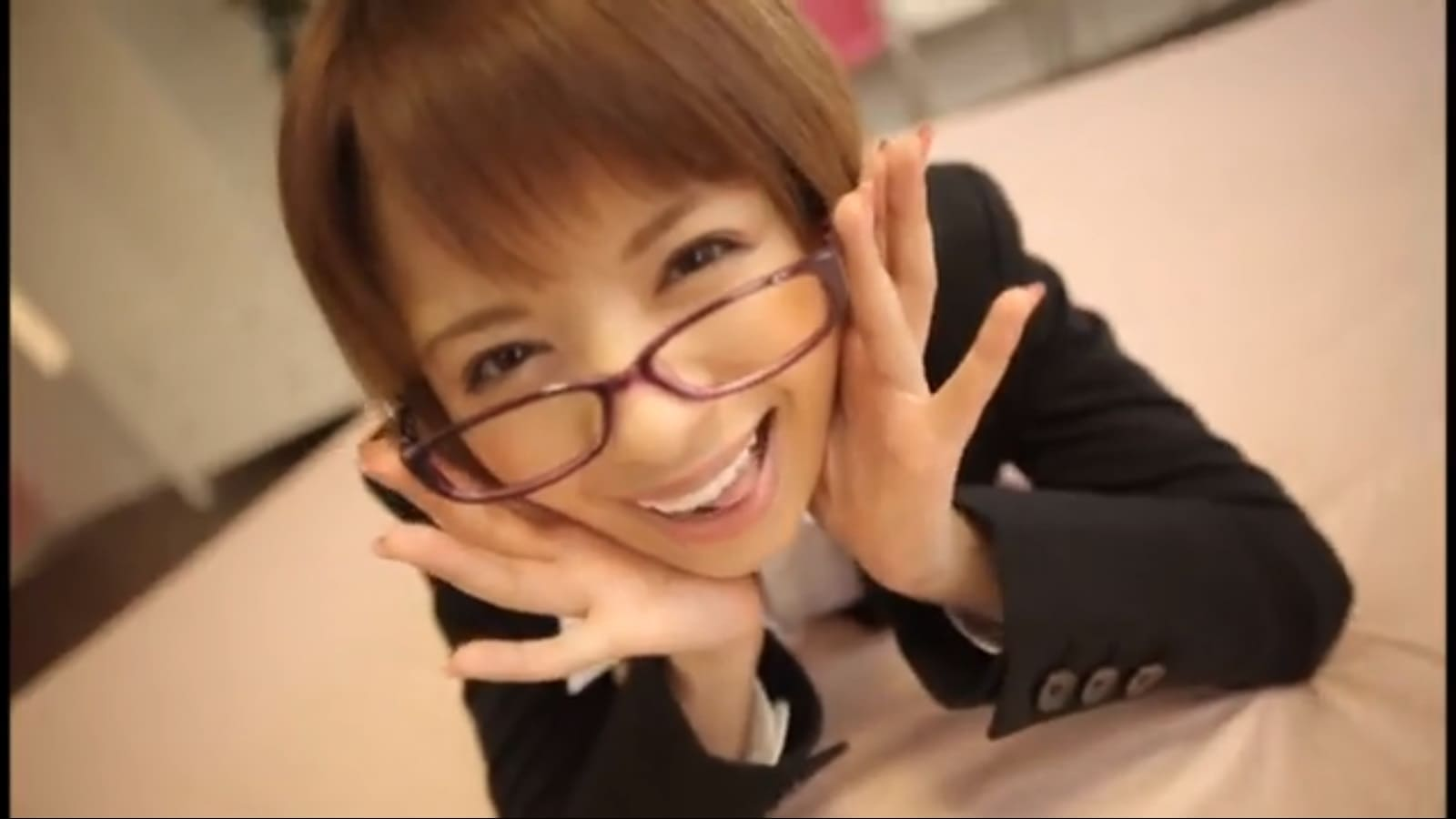 星美りかの眼鏡スーツ女教師コスプレ