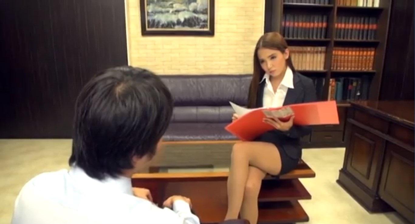 ミスを犯した部下を叱咤する女上司友田彩也香