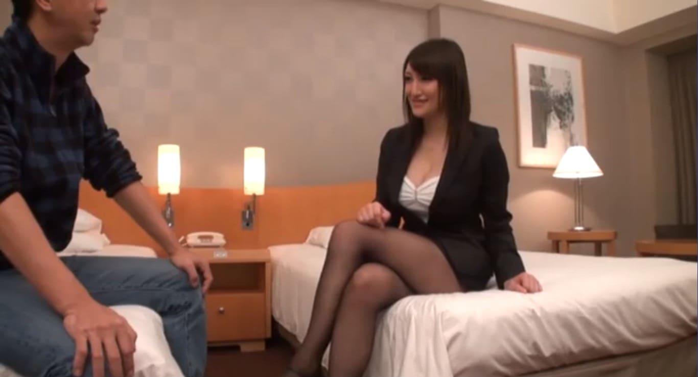 営業先でも会社内でもセックスしまくりの中山理莉