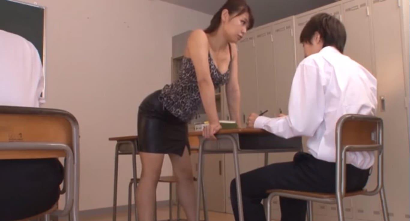 ミニスカ痴女教師Maika