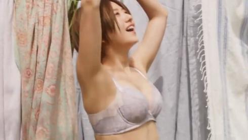 伊藤千晃ブラジャー