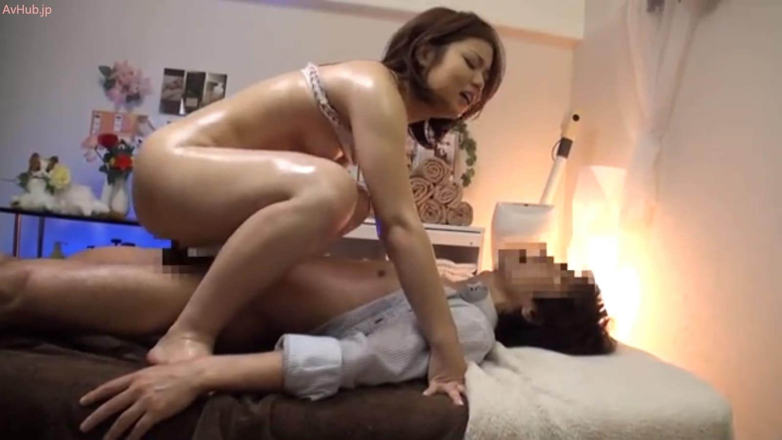 生チン挿入で膣壁を擦り上げられ子宮直撃のザーメンエキスを投与