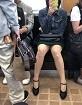 電車の中で無防備になってる女