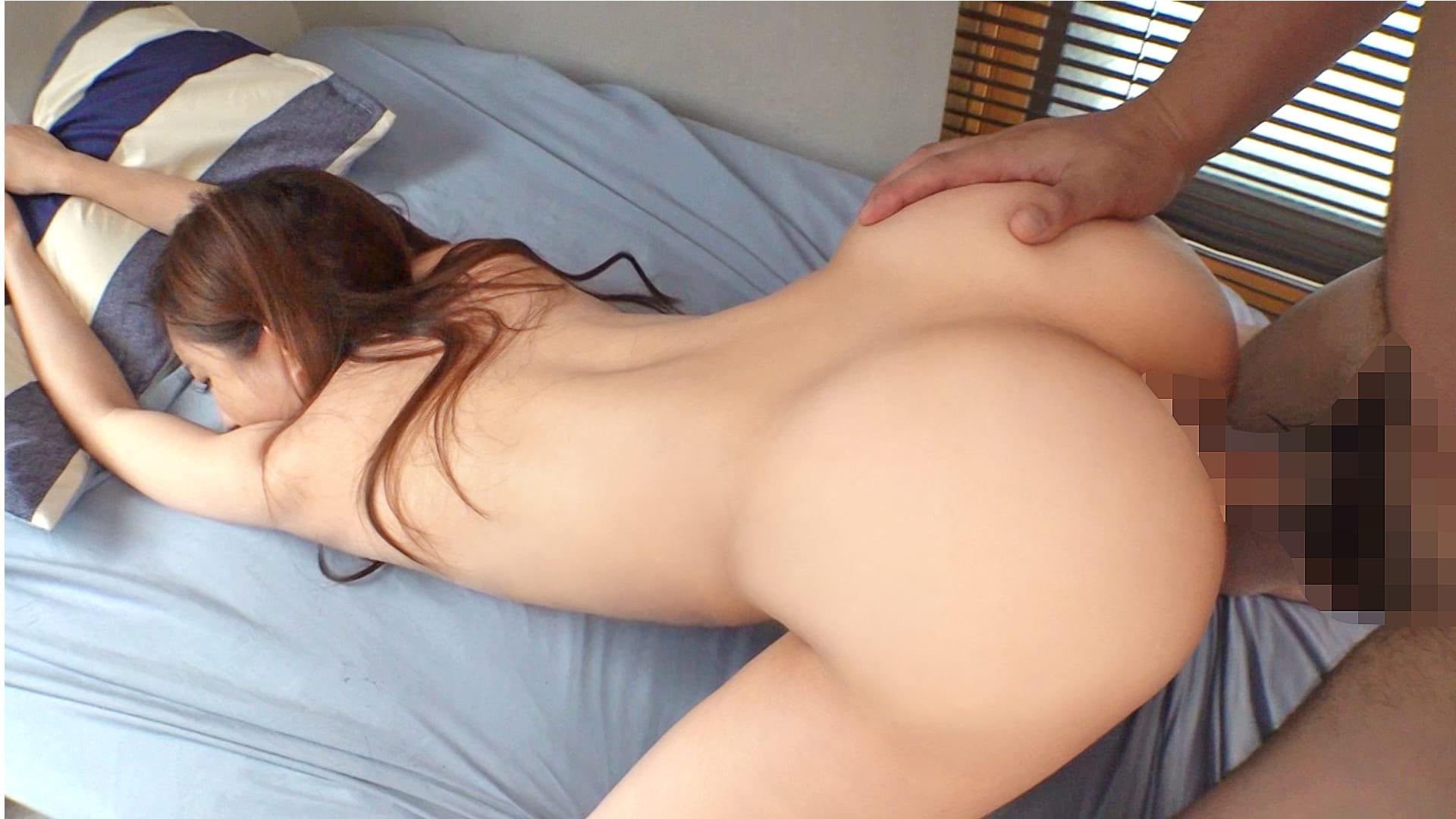 まだまだ性欲は収まらず今度は彼氏のベッドに移り激しく乱れ合う