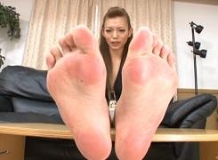 美女の足裏計測
