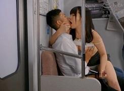 電車でベロチュウ手コキ