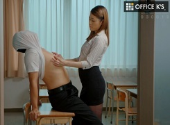伊東紅蘭女教師