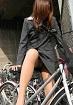 自転車でパンチラしてるタイトスカート