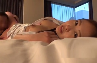 【無修正】パイパンマンコに美尻なお姉さんにナースコスさせて中出し着衣パコ!