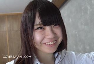【無修正】ロリ顔にロリ体系な18歳パイパン制服娘の綺麗なマンコに生中出し!