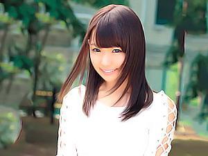 19歳ロリ顔の激カワ専門学生を自宅に連れ込んでハメ撮り