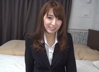 【無修正】お昼休憩使ってスーツ姿のままサクっとAV出演する美人OL